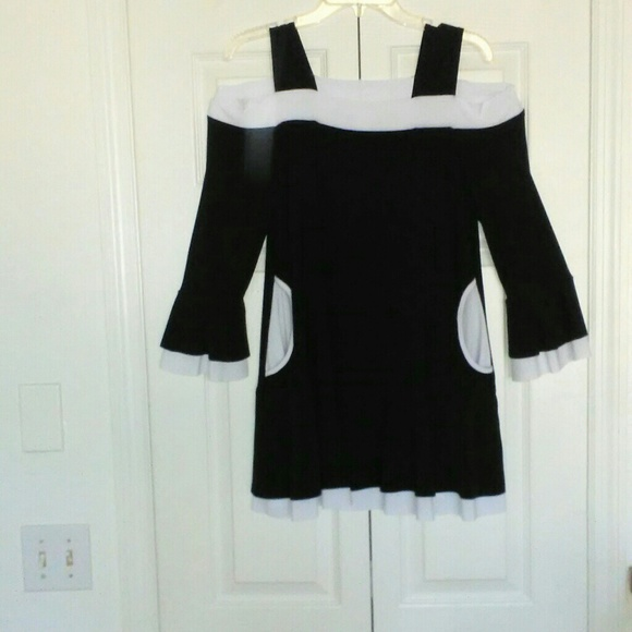 PRETTY WOMAN Tops - BLACK/WHITE OFF Shoulder LAYERED KNIT TOP M NWOT